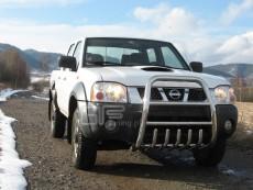 Nissan Pickup 2002-2005 Wysoki przód z grillem